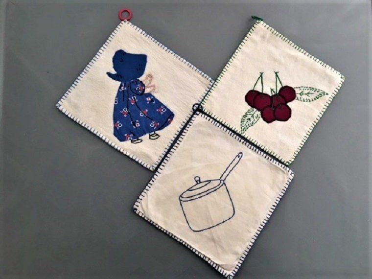 Vtg Embroidered Appliqued Potholder Set 30s 40s Handmade Hand