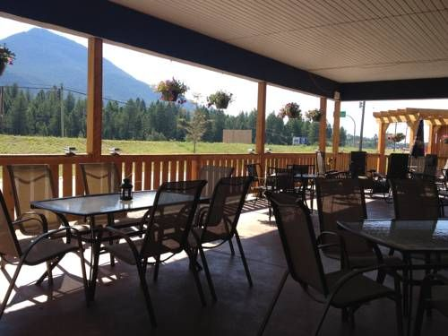 The Kanata Inns Invermere Invermere (British Columbia) Located off Highway 95, this hotel in Invermere, British Columbia features an on-site restaurant and rooms with Wi-Fi and a flat-screen TV.  Eagle Ranch Golf Course and Windermere Lake are just 3 km away.