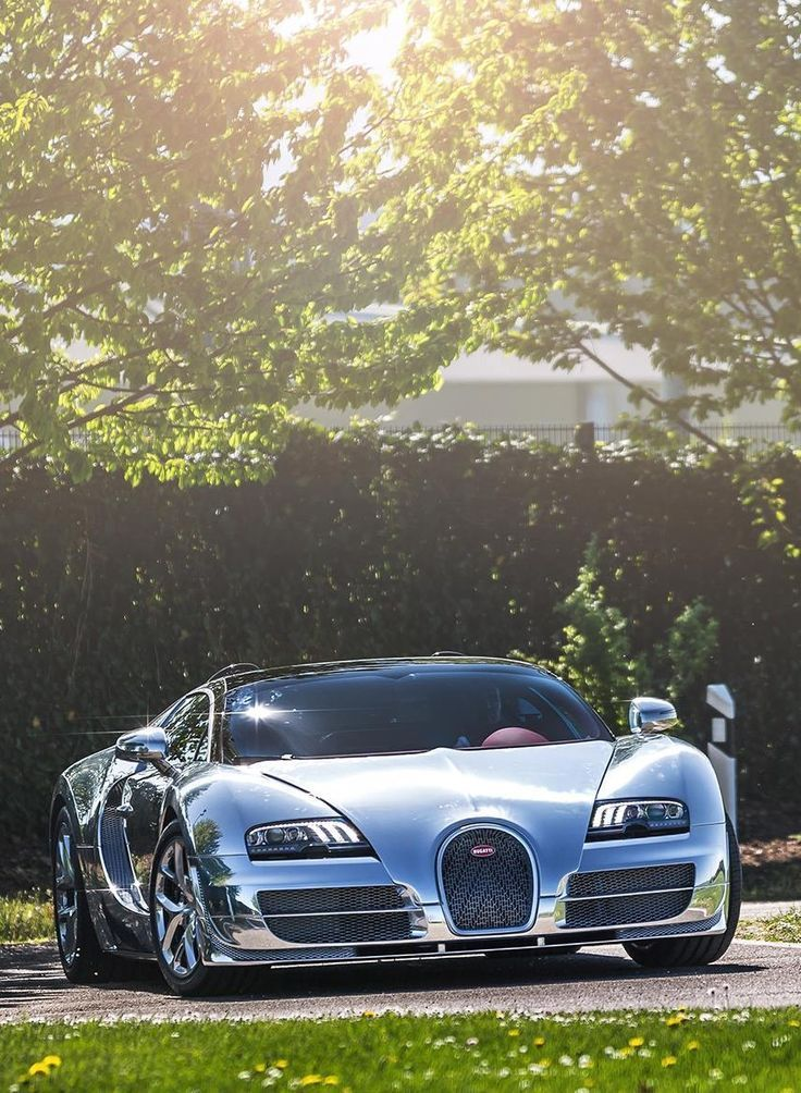 The Bugatti EB110 was unveiled in Paris in 1991 and went