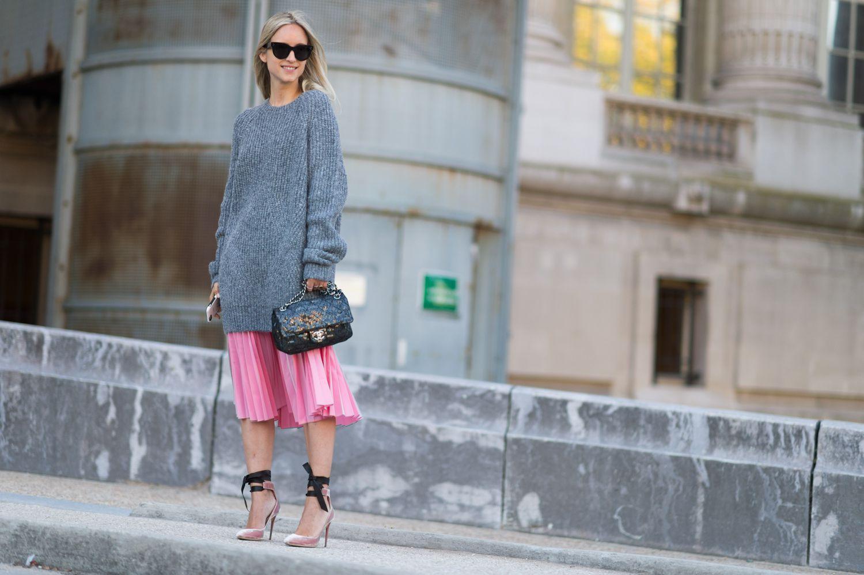 22 Fresh New Ways To Wear A Midi Skirt For Summer Paris Fashion Week Street Style Cool Street Fashion Fashion [ 998 x 1500 Pixel ]