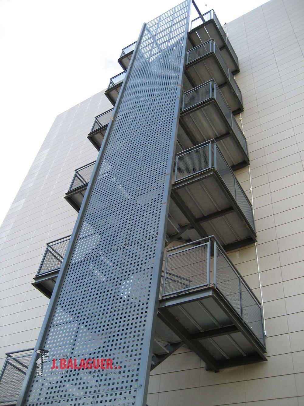 Escalera emergencia tramos rectos escaleras exteriores for Tipos de escaleras exteriores