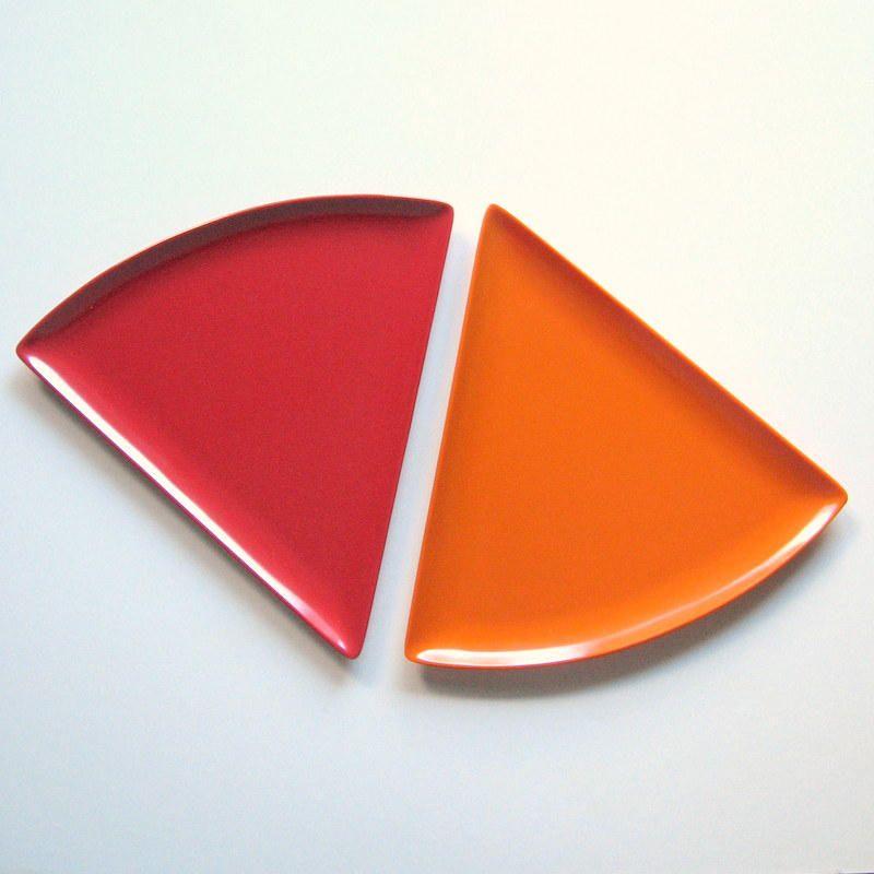 Vintage Pizza Plates - Set of 2 - Triangular plates Plastic Fun Unbreakable Dishwasher safe Pizza Slice of pie or cake Kitsch 1970u0027s by VintageVoyce ... & Vintage Pizza Plates - Set of 2 - Triangular plates Plastic Fun ...