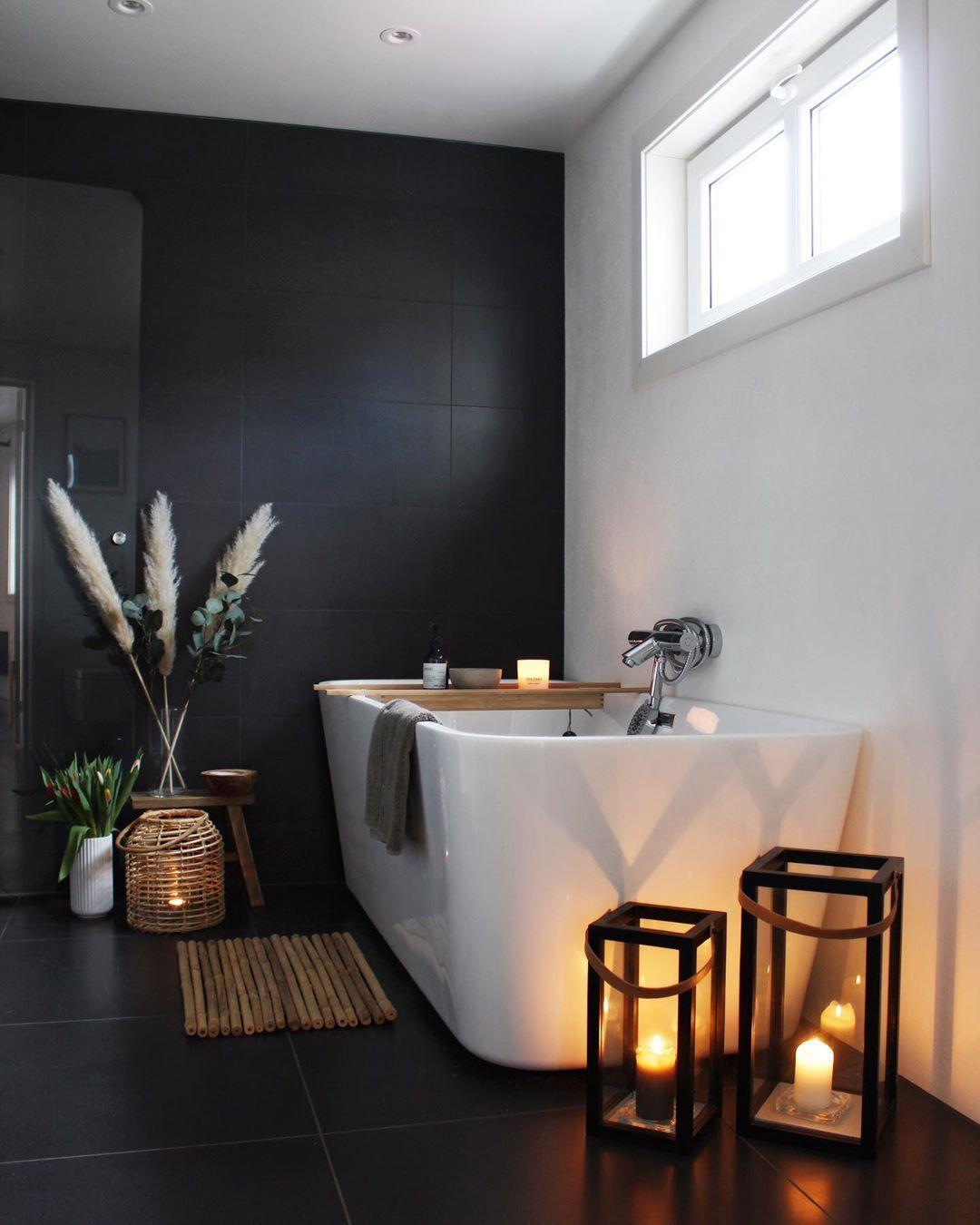 Dunkle Farben Bestimmen Die Stimmung Im Badezimmer Badezimmer Bestimmen Dunkle Farben Stim In 2020 Badezimmer Einrichtung Badezimmer Inspiration Bad Inspiration