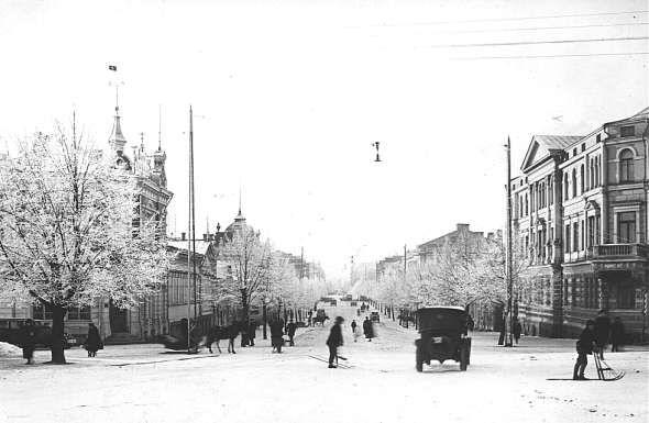 HÄMEENKATU TALVELLA.  Talvinen Hämeenkatu 1920-luvulla rautatieasemalta päin kuvattuna. Valokuvaaja: H. Rantakallio. Valokuva: Tampereen museoiden kuva-arkisto.