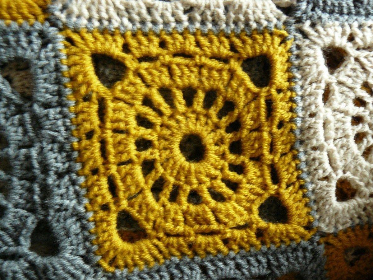 Tuto crochet plaids aux carr s granny simple - Tricoter un plaid facile ...