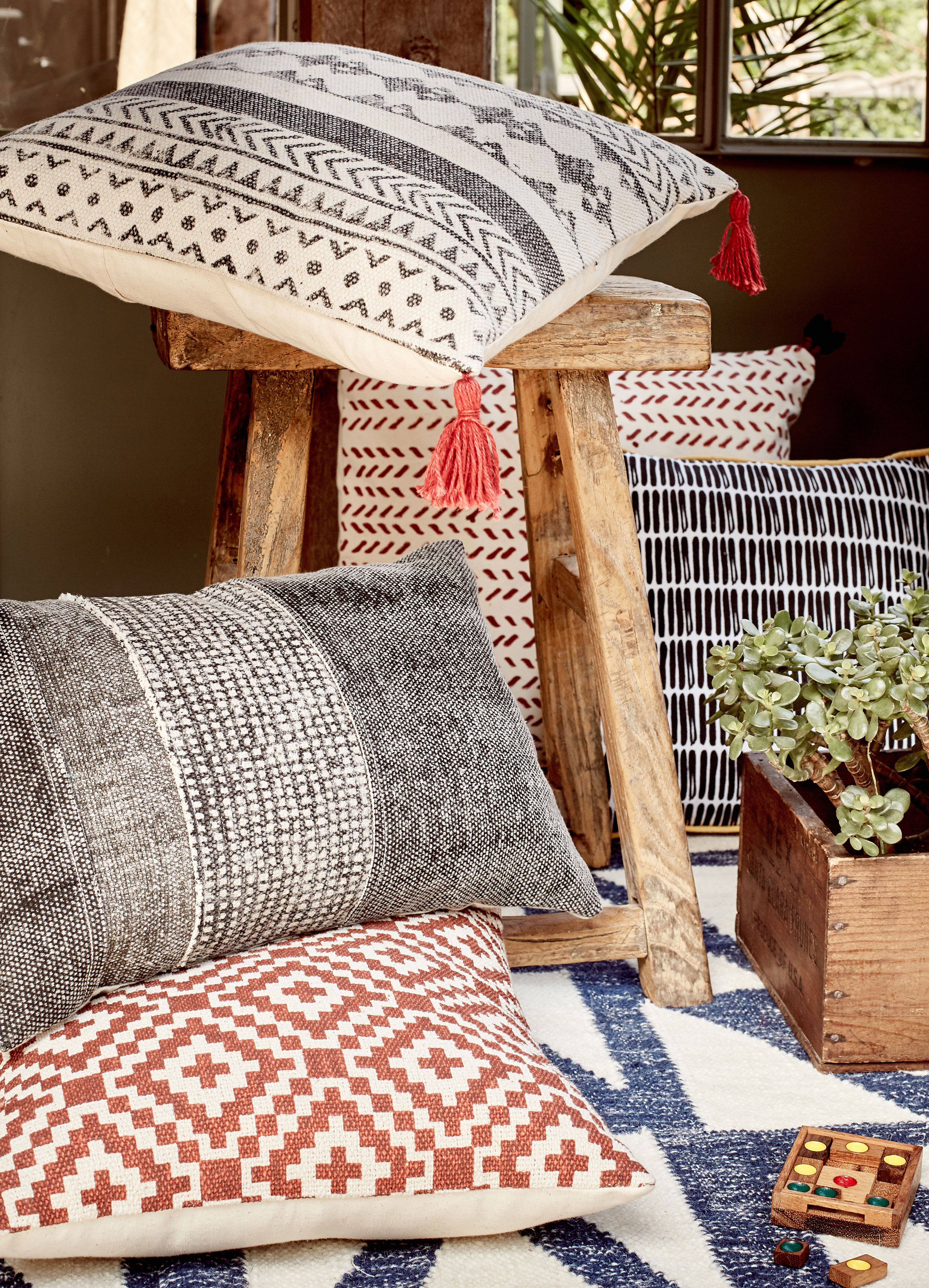 Koes Coussin En Coton Rouge A Motifs Decoration Deco Maison Alinea Coussin Deco Maison Pouf En Tissu