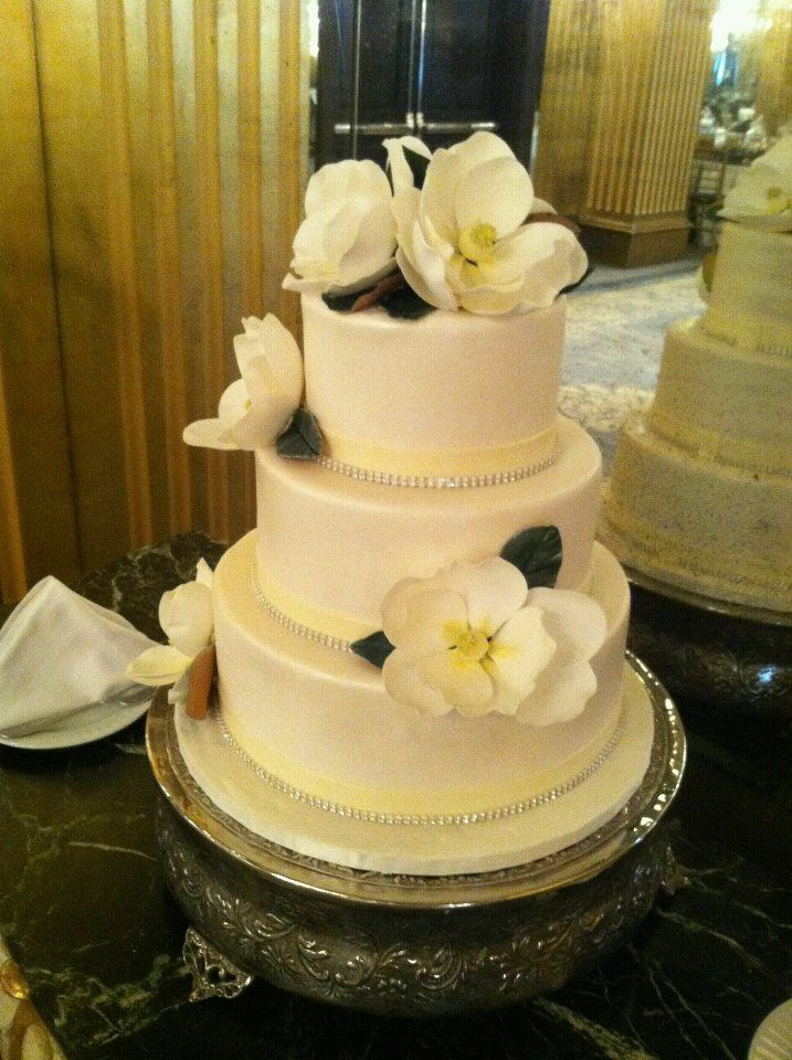 Wedding Cakes with Bling | If I can\'t have pearls, then diamonds ...