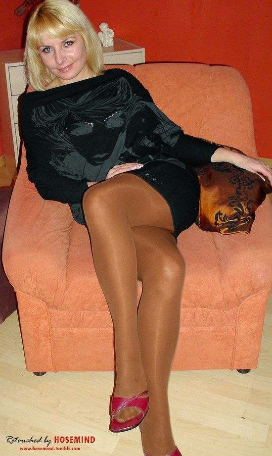 Lucky Suntan pantyhose skirts watching her