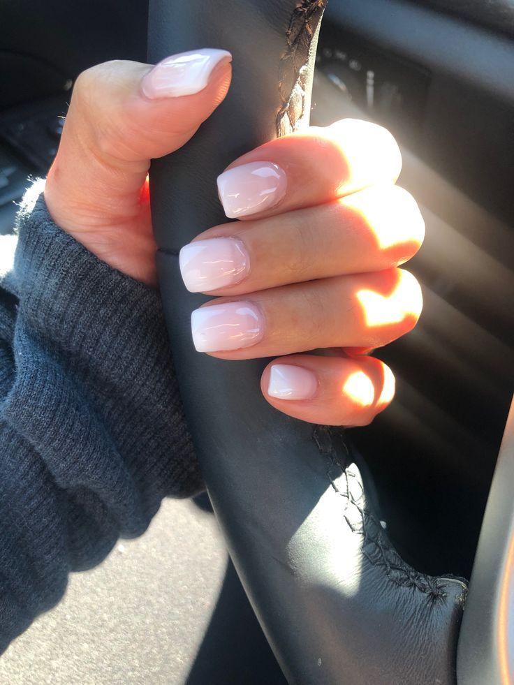Photo of Hvit og rosa falmer. Korte ombré akryl negler