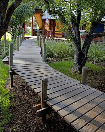 raised path wooden path in 2019 wood walkway garden paths garden. Black Bedroom Furniture Sets. Home Design Ideas