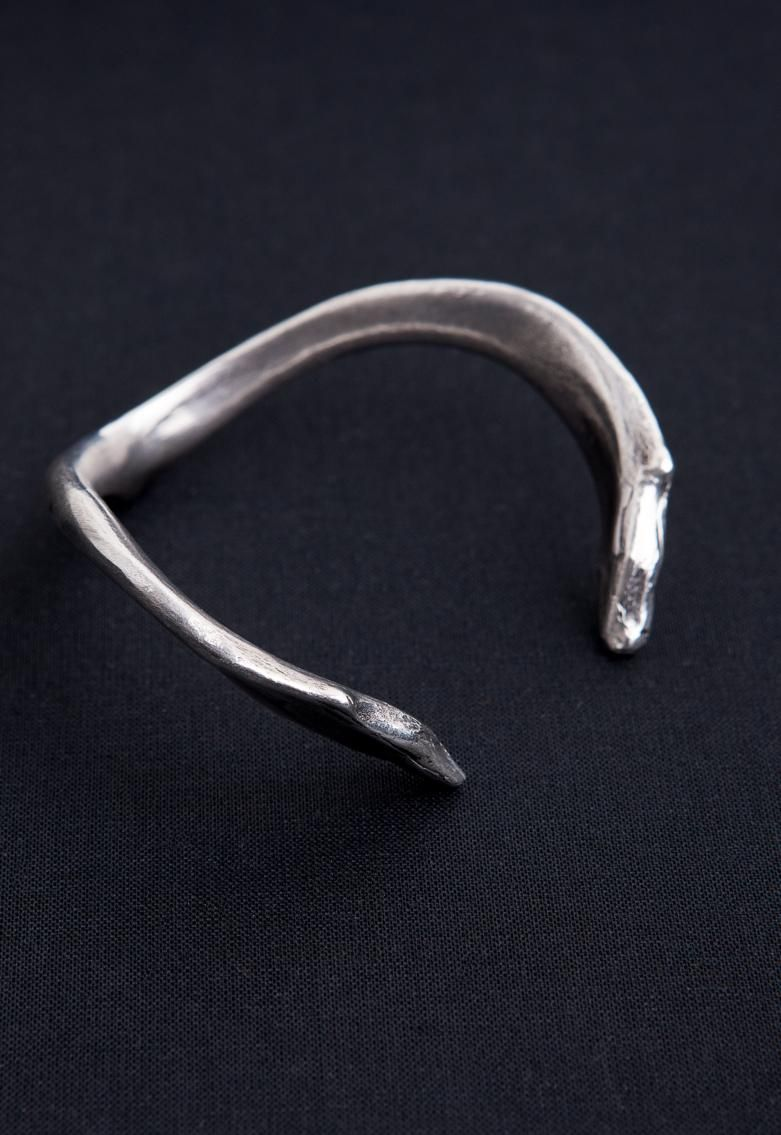 BANGLE HEAVY WISHBONE ANTIQUE SILVER | Ann Demeulemeester