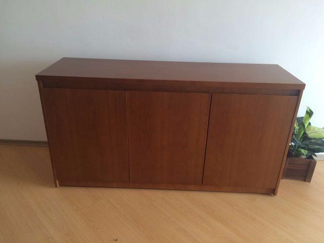Buffet em madeira para sala de jantar com 3 portas