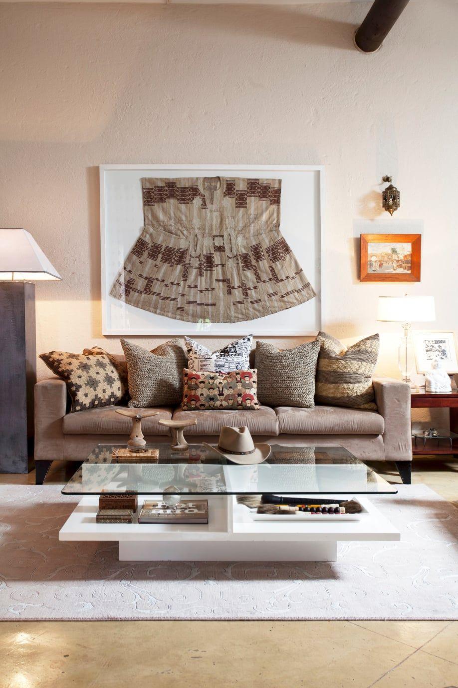 westwing-ethno-stil-wohnzimmer-mit-brauner-couch   Decoração ...