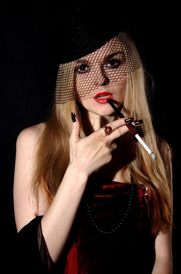 Glamour of cigarette holder smoking | quellazaire ...