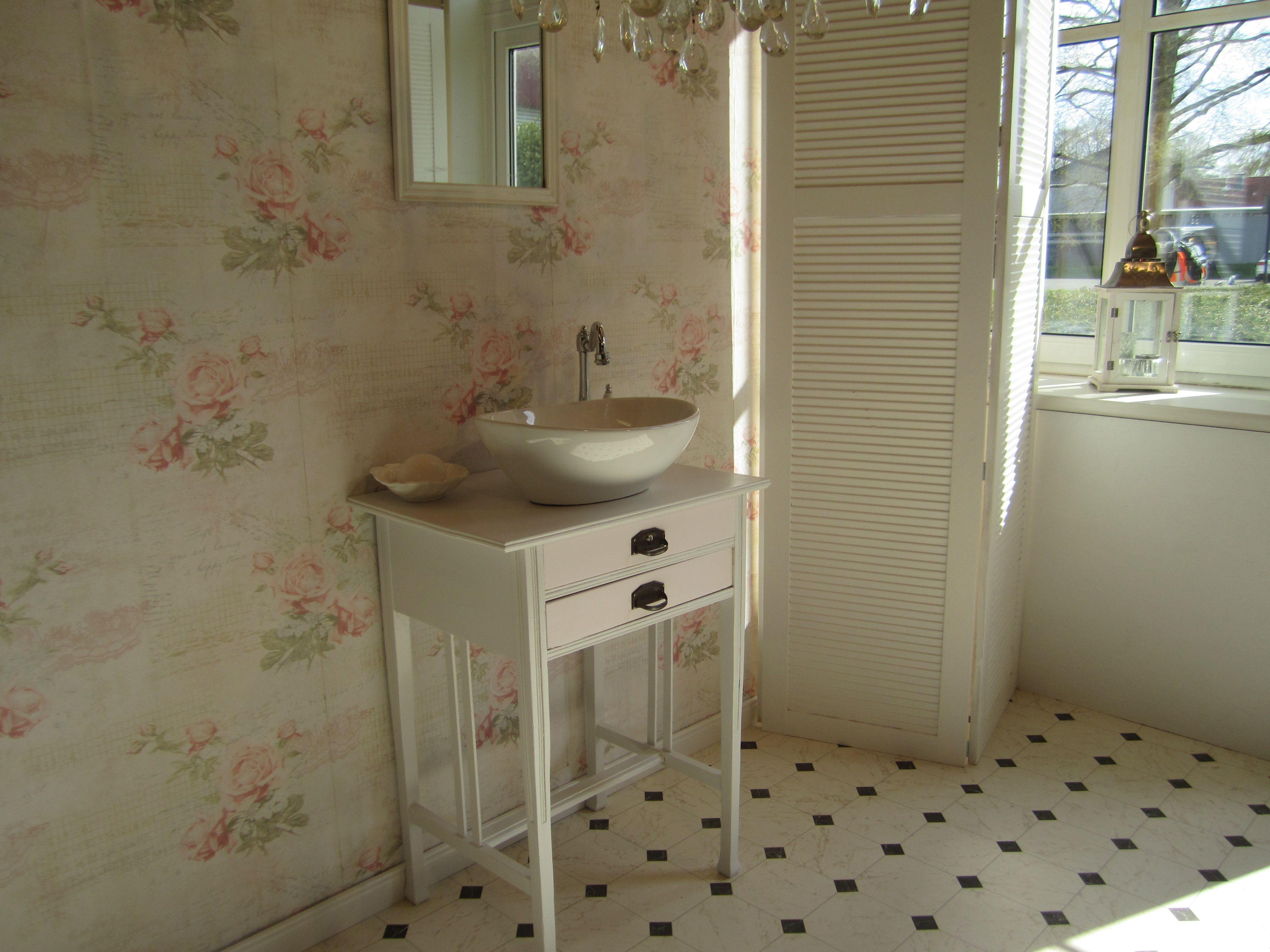 """Waschtisch antik gebraucht  Waschtisch antik """"Amory"""" ist ein Gästewaschtisch im Landhausstil ..."""