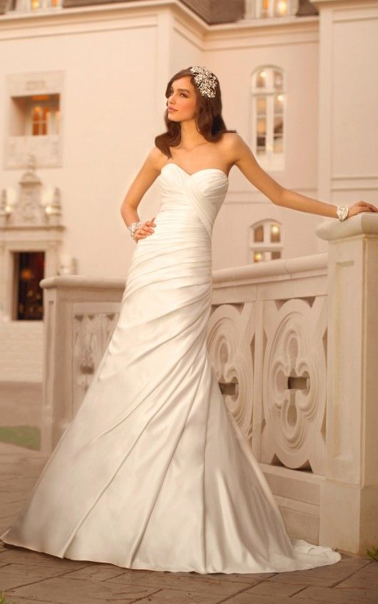 5852 Glamorous Wedding Dresses by Stella York