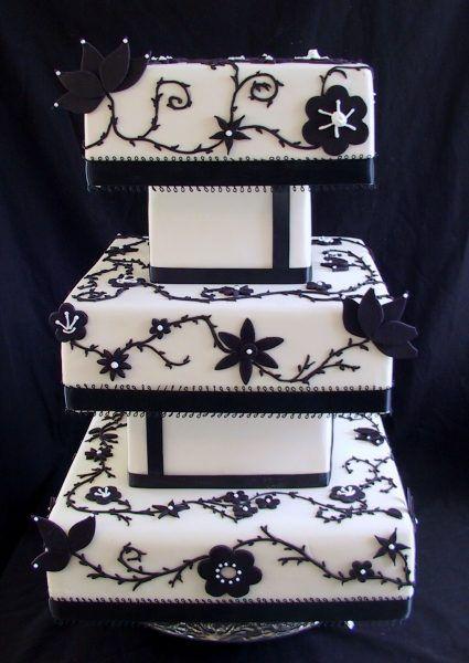 Tort De Nunta Elegant Cu Un Contrast Puternic Si Atractiv Cake