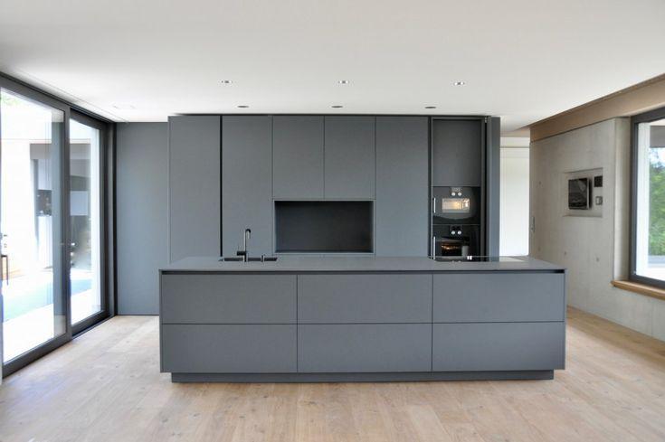 Photo of Puristische Küche in Grau – Küchen – Referenzen – La Cucina é Casa | küche …
