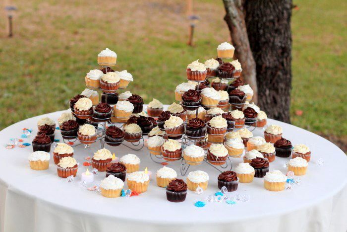 Delicious cupcakes instead of a cake.