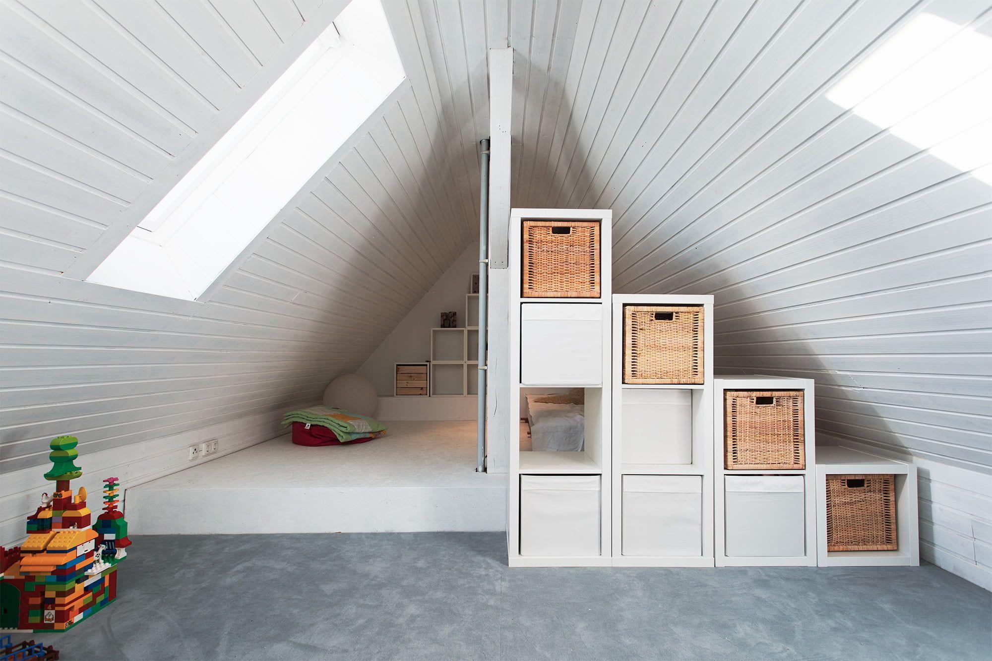 Umbau Dachgeschoss Spitzbodenausbau Robin Klein In 2020 Kleines Dachzimmer Einrichten Dachboden Renovierung Dachgeschoss