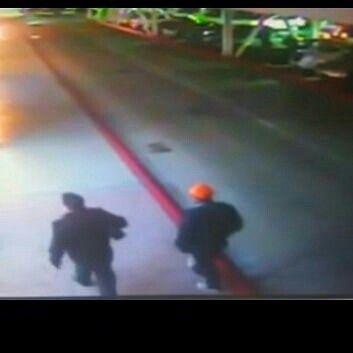 #LaRealNoticia Video: Terrible Asesinato en Estacionamiento de Plaza Comercial en Tijuana http://ht.ly/XmpR4