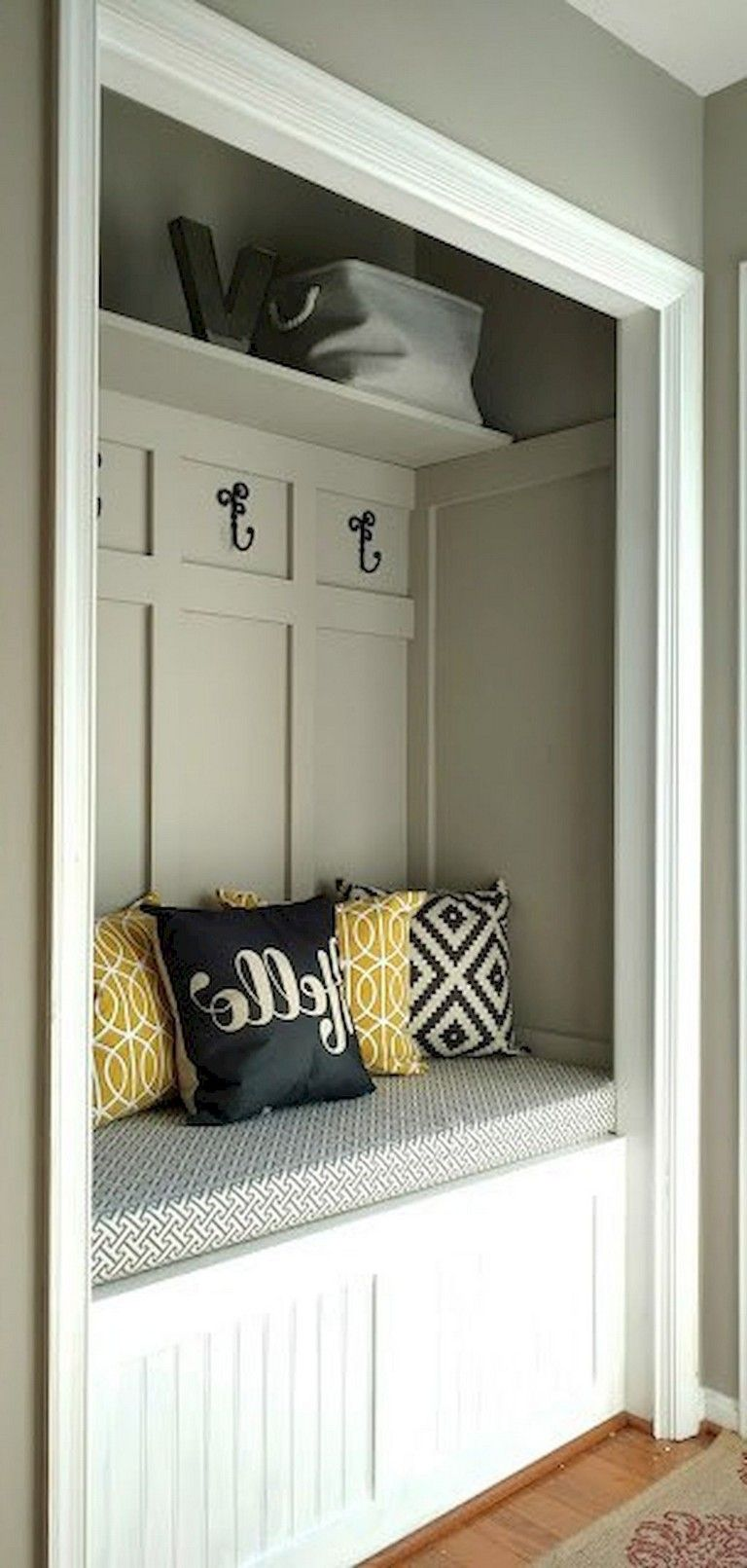 40 Exciting Mudroom Bench Design Ideas #furniture #furnituredesign ...