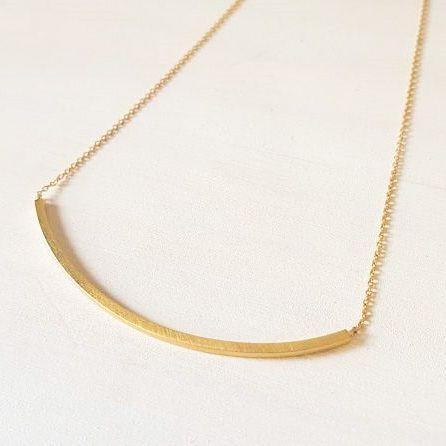 5105e582f506 Collar corto con cadena de plata y chapada en oro rayado. Joyas elegantes  para llevar