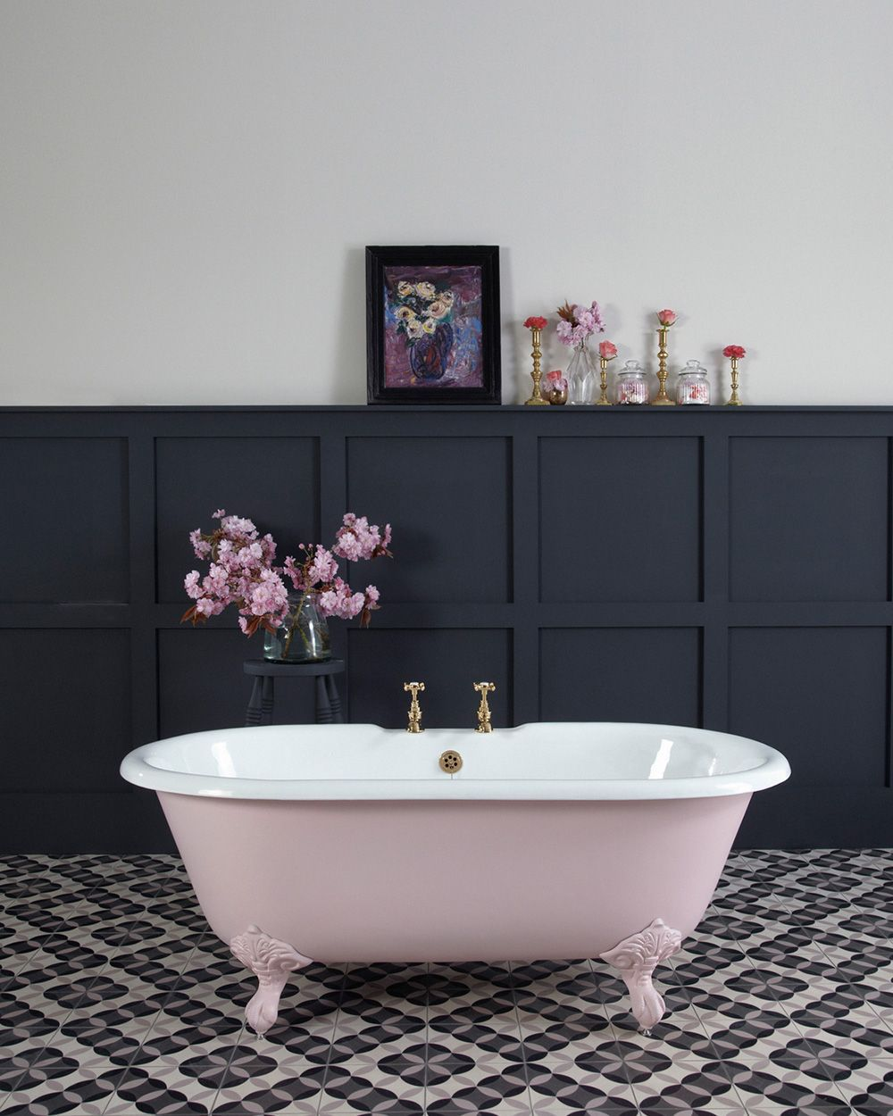 baignoire rose salle de bain #retrohomedecor | Retro Home Decor ...
