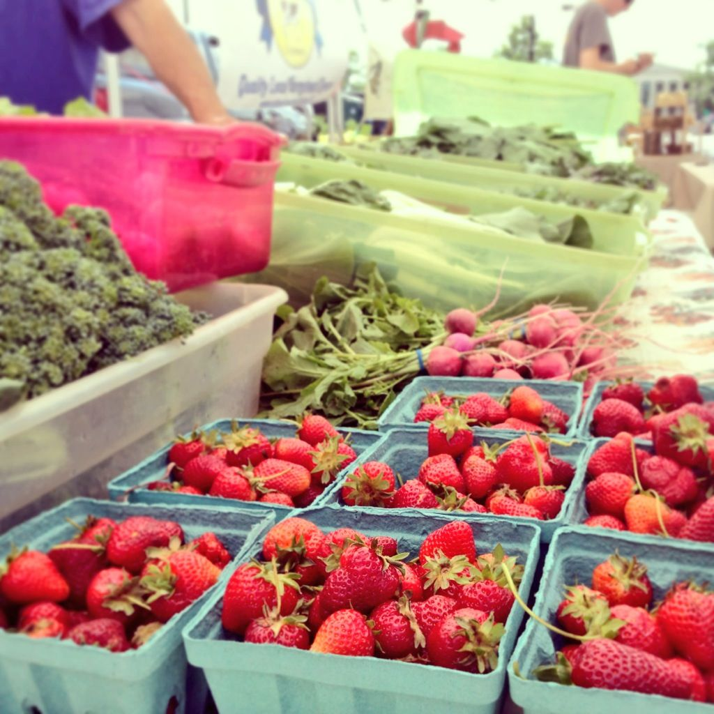 Catch The Raleigh Downtown Farmers Market Wednesdays From 10am 2pm 2013 Season Lasts Until Oct 30 In City Fresh Seafood Downtown Farmers Market Strawberry