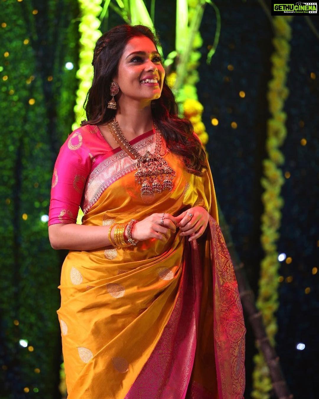9ce64b1750 Kiki Vijay saree traditional look Keerthi Shanthanu Anchor Kiki Vijay 2019  Latest HD Gallery