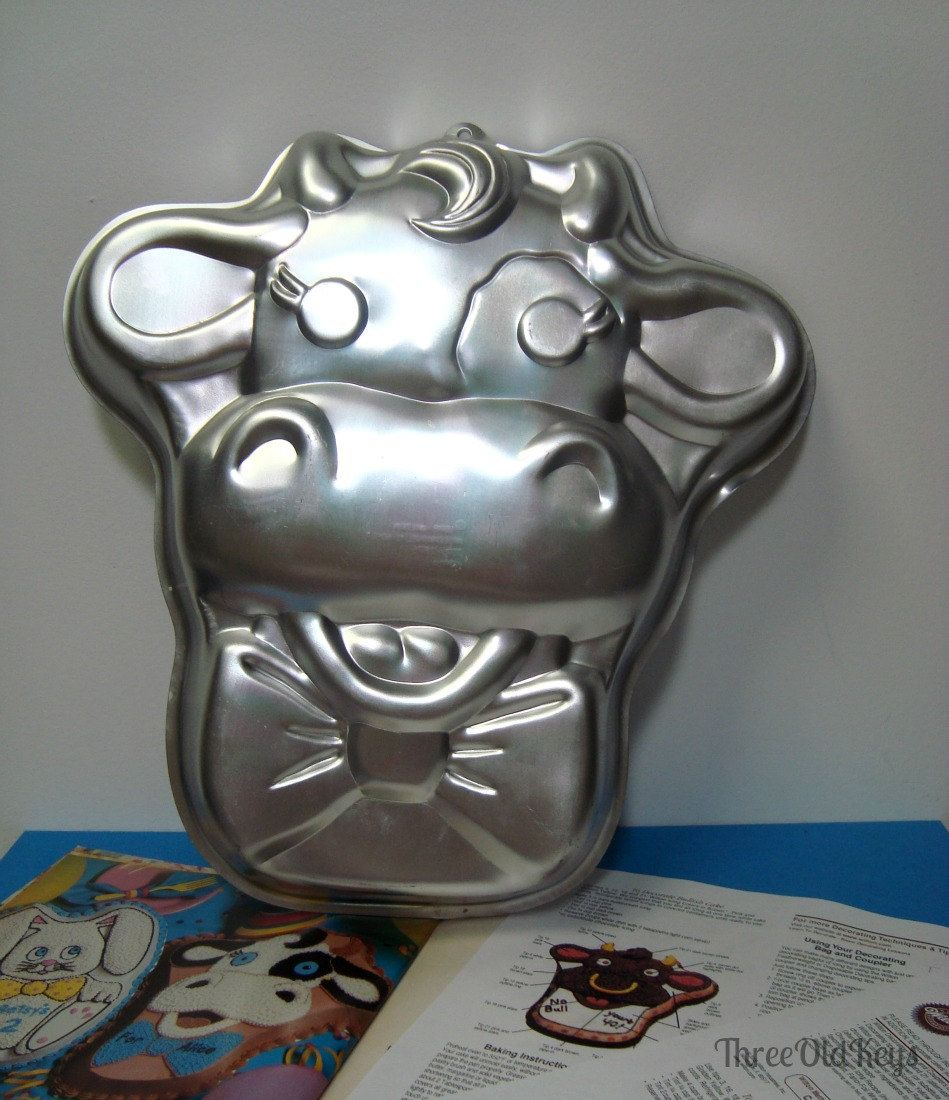 Cuddles Cow 1989 Wilton Cake Pan 2105 2875 Vintage