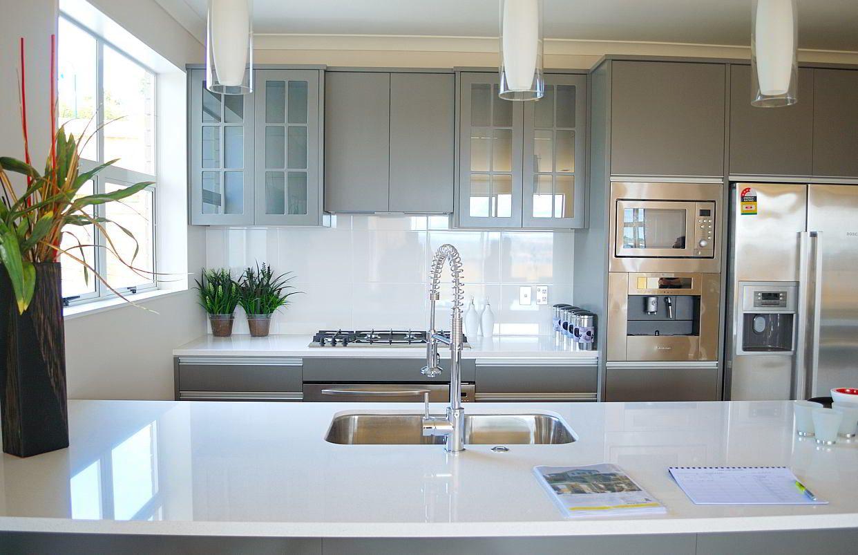 Inox Design Keukens : Dubbele ingebouwde spoelbak inox in werkblad kraan grohe keuken