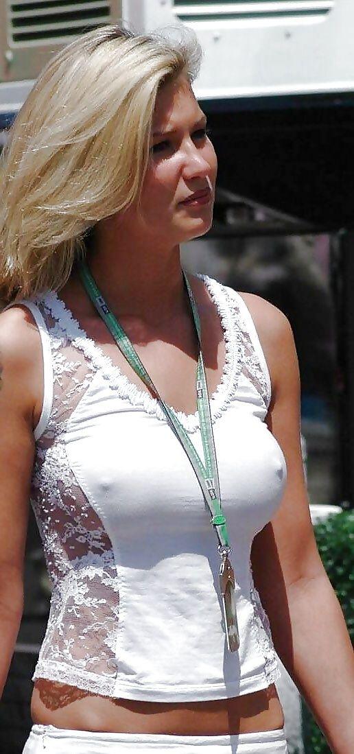 что должно женская грудь в просвечивающей одежде точки зрения поэзии