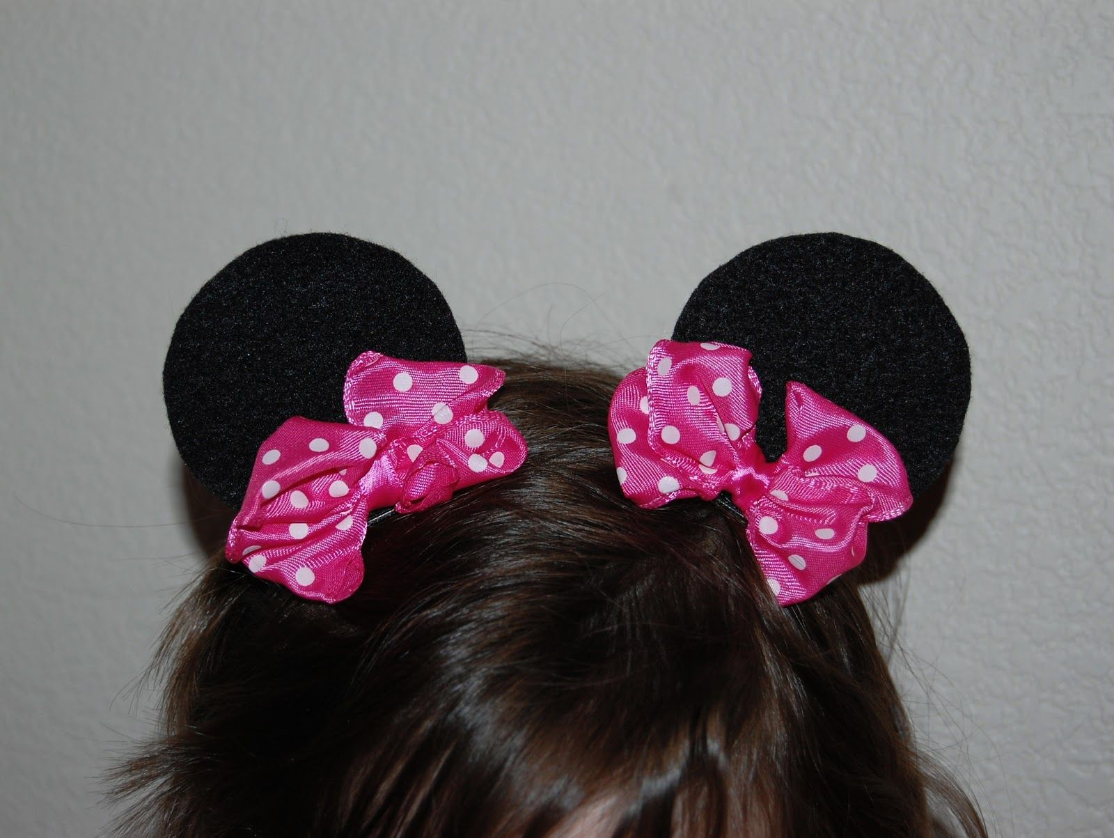 tutorial for adorable minnie mouse ear hair clips. made with