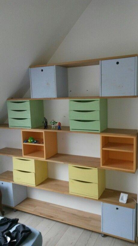 En Utilisant Des Modules Ikea Etagere Enfants Sous Combles Rangement Combles Deco Maison Rangement Enfant