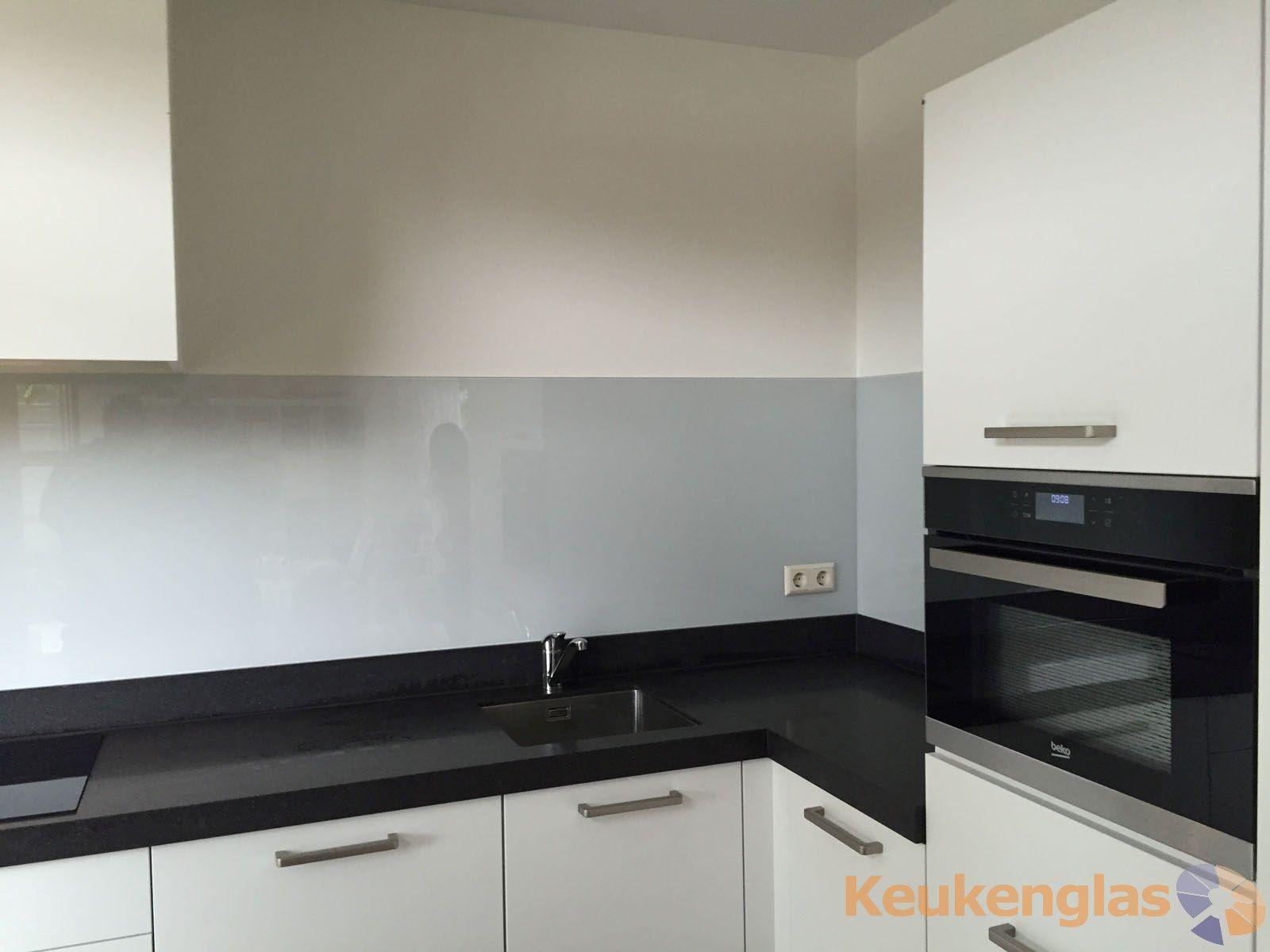 Keuken Design Nieuwegein : Lichtgrijze keuken achterwand in nieuwegein keukenglas