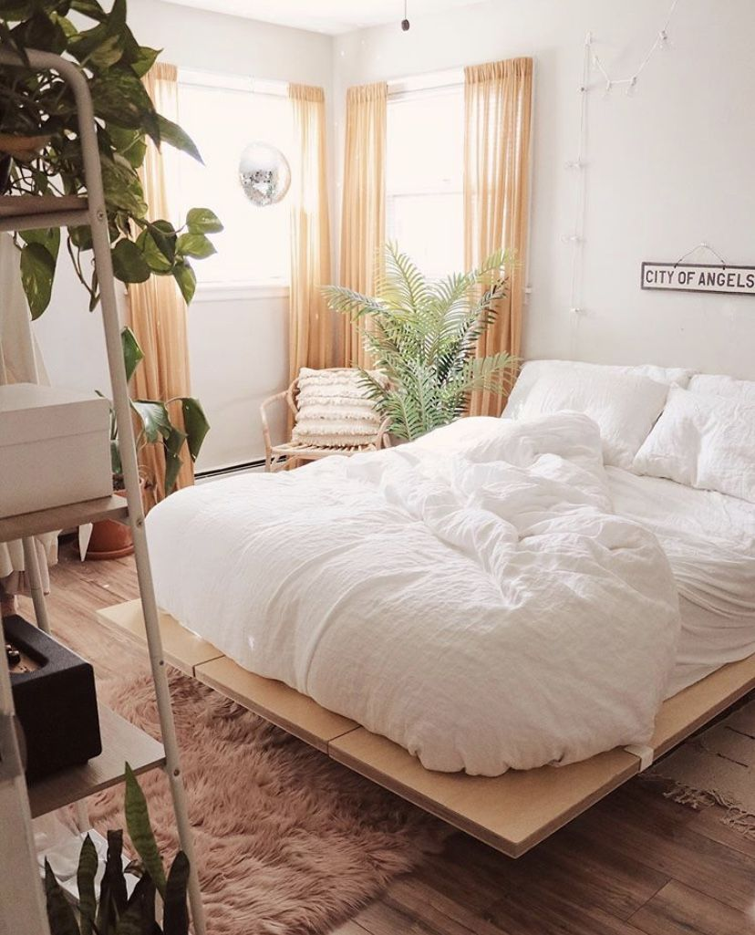 Pleasant simplistic room. (White, bed, fluffy, city of