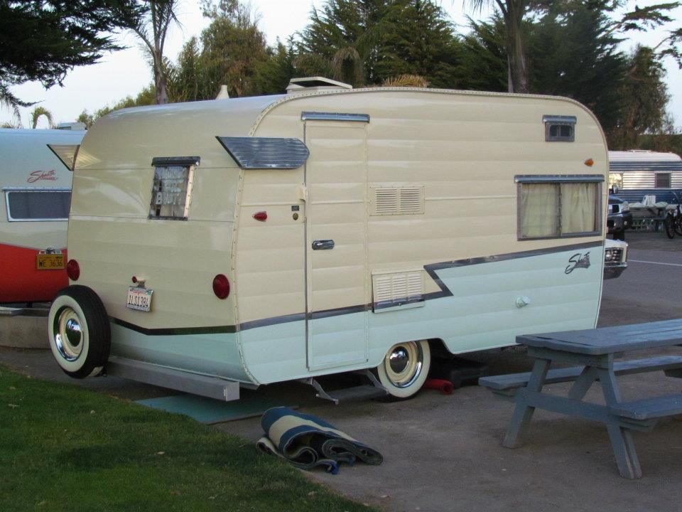 Classic winged Shasta. What a beauty! Vintage trailers