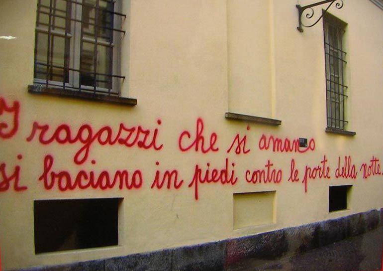 Pin af silvia coluccio p scritte pazze scritte sui - Frasi sui muri di casa ...