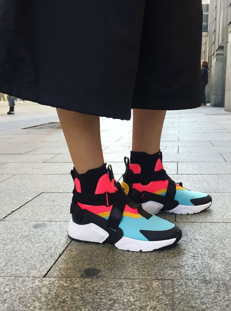 Nike Wmns Air Huarache City ( via urbanwomensclub