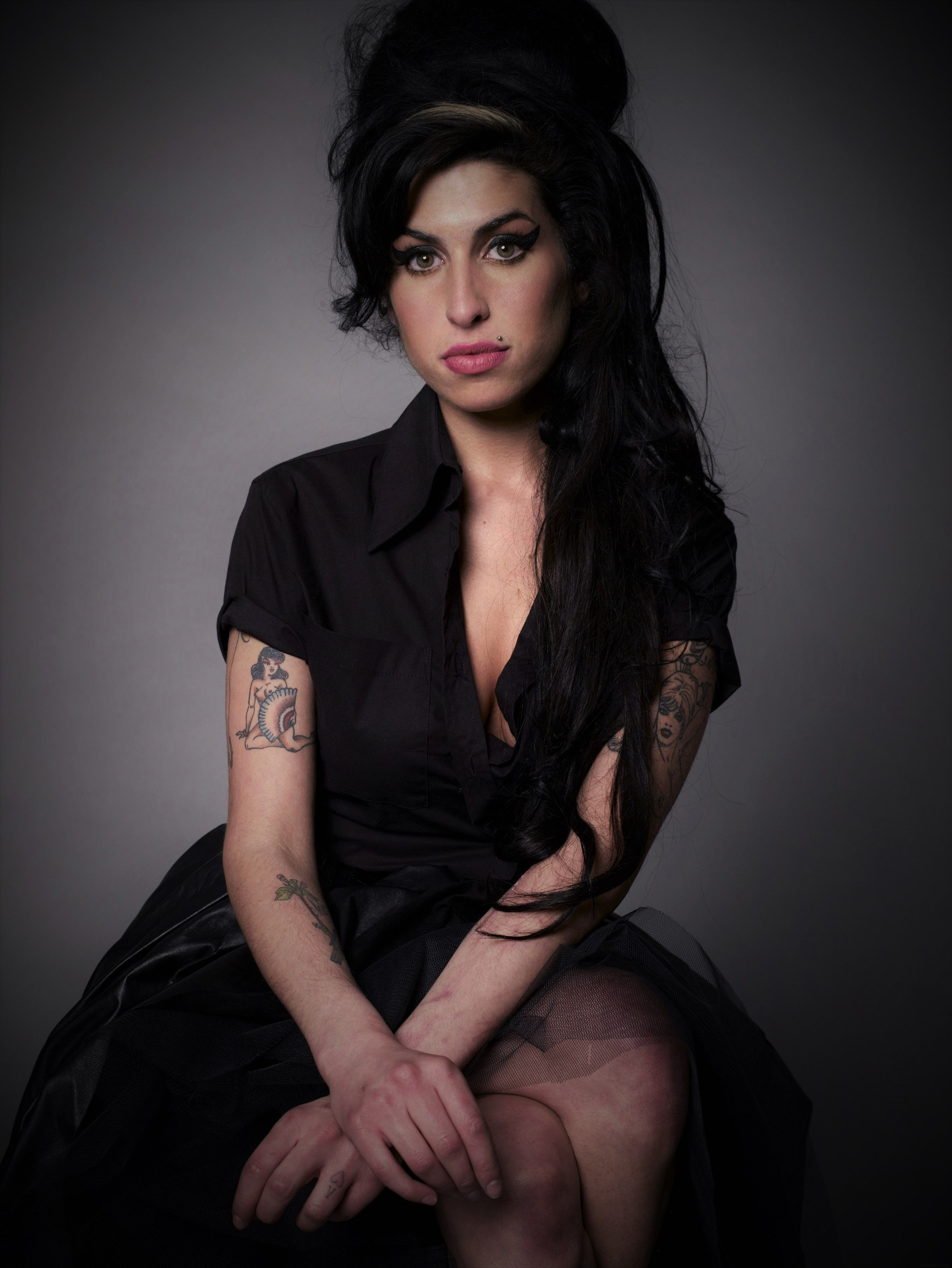 Wie Man Amy Winehouse Frisur Bekommt 2018 Frisuren Amy Winehouse