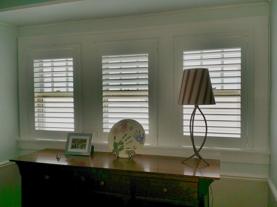 Shutters with no tilt bar and top and bottom sections that operate independently. Call us at 419-381-2700