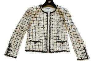 31ef37df29 Este casaqueto é atemporal e foi criado por Coco Chanel nos anos 20. Pode  ser feito de twed como o modelo ou de lãzinha