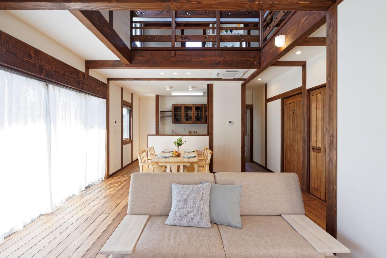 柱や梁が美しい 真壁作りの家 真壁とは 柱や梁などの建物の軸組が