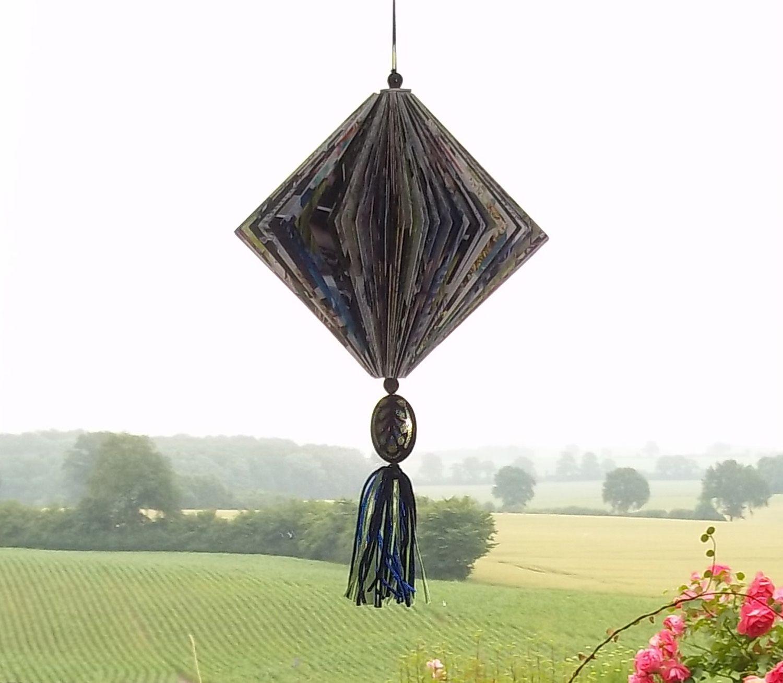 http://de.dawanda.com/shop/sonnenlicht Lampion aus Katalogseiten