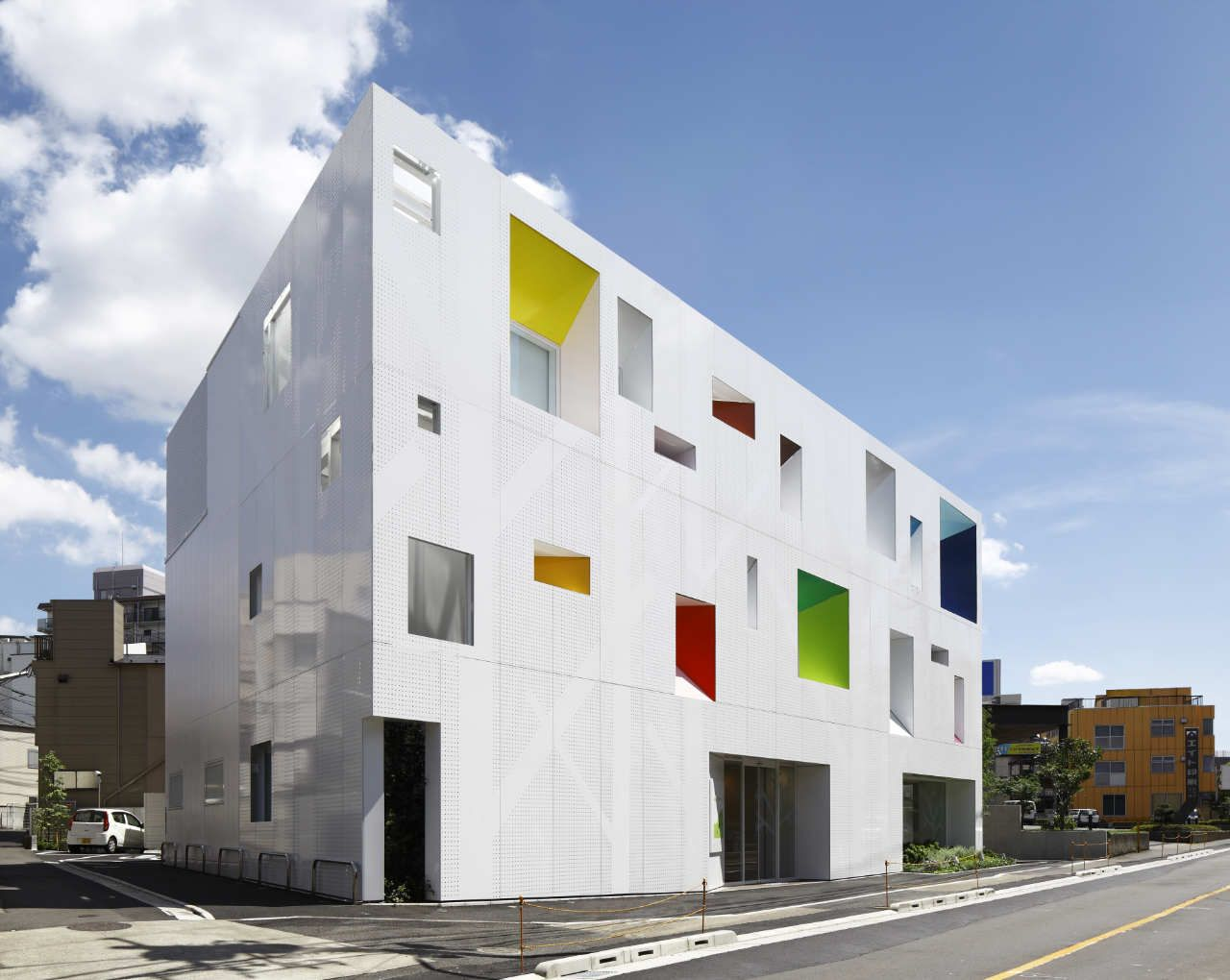 sugamo shinkin bank tokiwadai branch emmanuelle moureaux architecture design archi. Black Bedroom Furniture Sets. Home Design Ideas