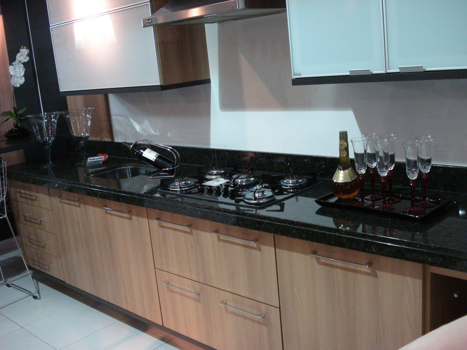 Resultado De Imagem Para Cozinha Marrom Com Pedra Preta E Detalhe  ~ Banqueta Inox Para Cozinha Acozinha Com Cooktop Branco