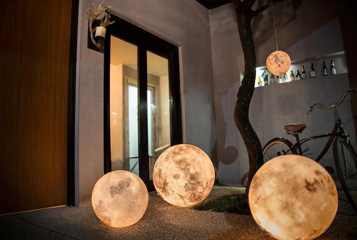 Luna Lights Are The Brilliant Decor Idea You Ve Been Waiting For Mit Bildern Mond Lampe Wohnen Einrichtungsideen