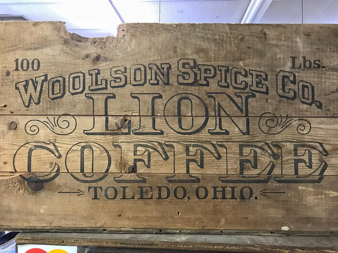 Highlight of today's hunt so far.  Wilson crate with graphics still kicking. #typehunting #badgehunting #vintageadvertising #vintageletters #ohioquality