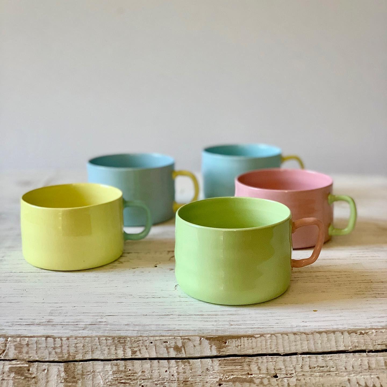 4 Tassen Farben Haben Wir Gemacht Welche Ist Dein Favorit Es Sind Wirklich Ganz Besondere Stücke Das Material Porzellan Hat Einfac Glassware Mugs Tableware